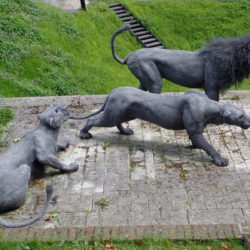wire statues